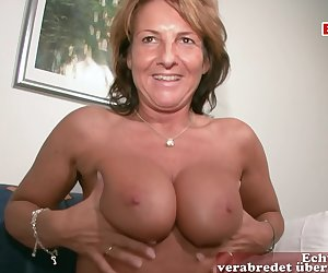 Mature from Germany came to the casting. Where she was asked to choose what she will caress herself. 🔥German Mature started with a vibrator💄, then helped to masturbate her pussy with her fingers.
