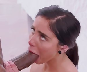 Remy LaCroix,Keisha Grey,Naomi Woods,Abella Danger