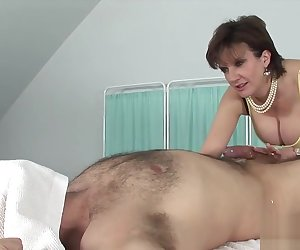 Lady Sonia,Daniella English