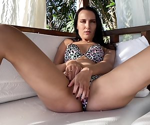 Hot Brunette Masturbates And Gets An Orgasm On The Beach