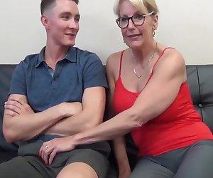 Super Sexy Mature Milf Fucks Teen