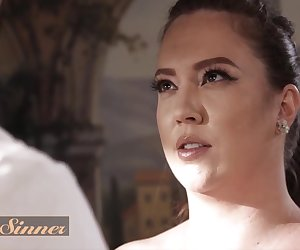 Chubby Babe Maddy Oreilly Has Her Pussy Fucked